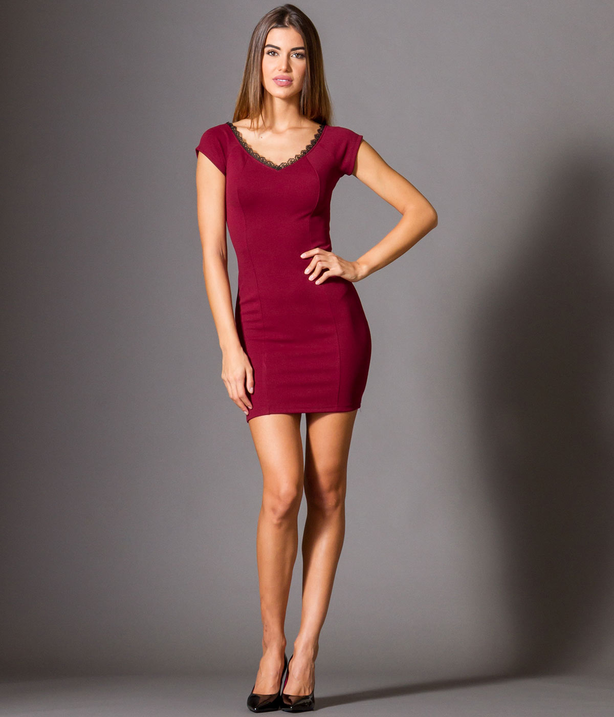 55f17cdbe99e Γυναικεία   Ρούχα   Φορέματα   Mini Φόρεμα Κρεπ με Βε και Δαντελα -  GoldenShopping.gr